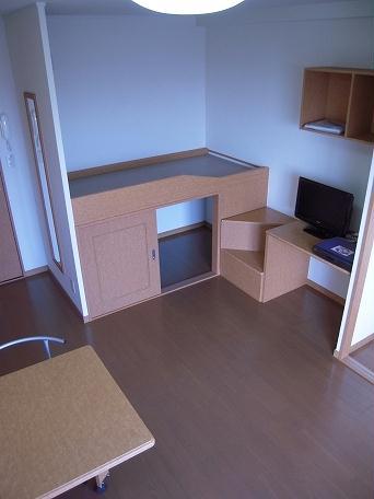 レオパレスM 101号室のベッドルーム