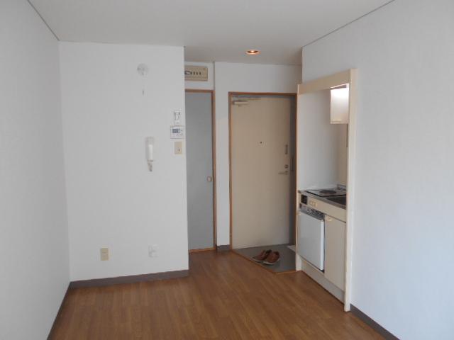 シェール西の京 301号室のリビング