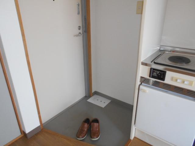 シェール西の京 301号室の玄関