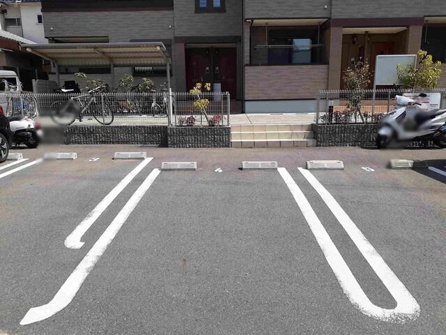 離宮 01010号室の駐車場