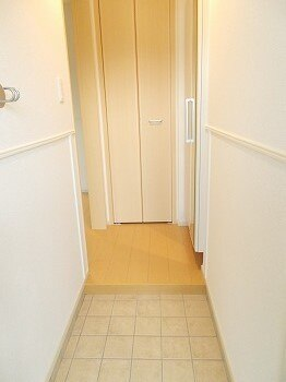 ラルーチェ 01030号室の玄関