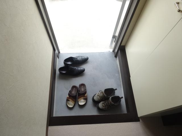 ブルーインKIMURA 203号室のエントランス