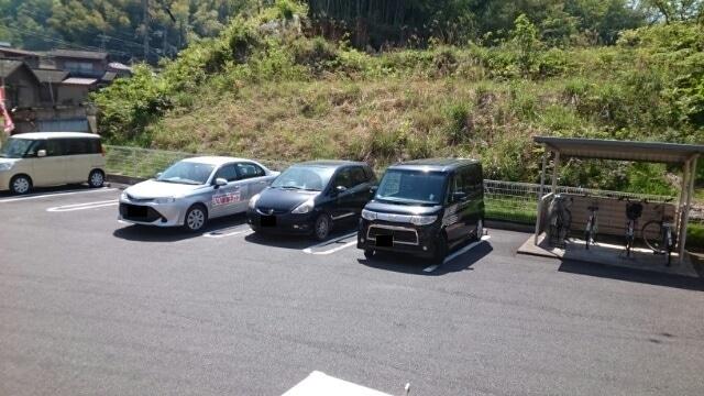 母屋 01030号室の駐車場
