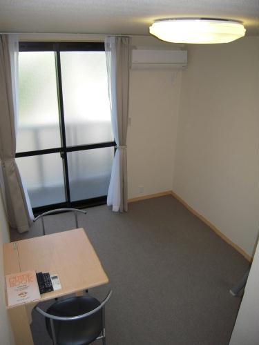 レオパレスエトワール城南 205号室のリビング