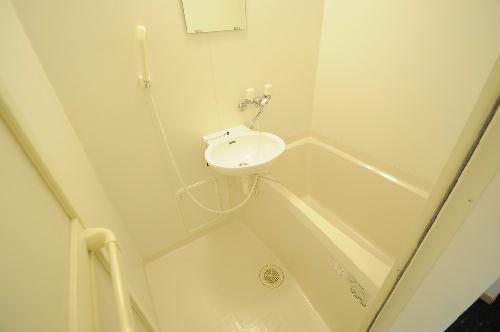 レオパレスUrban桂坂 303号室の風呂