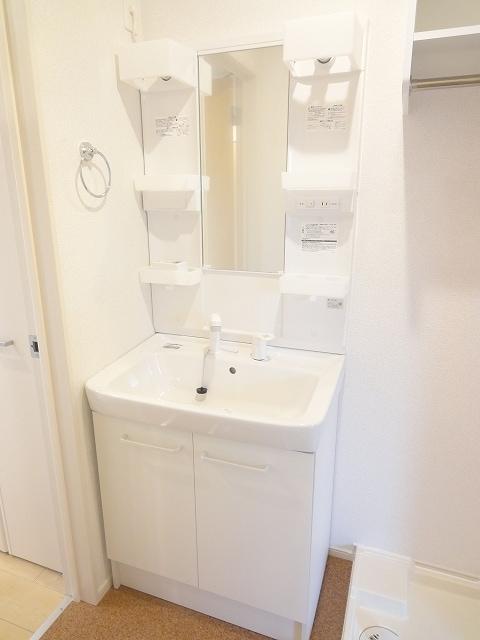 エィチワイティⅡ 02010号室の洗面所