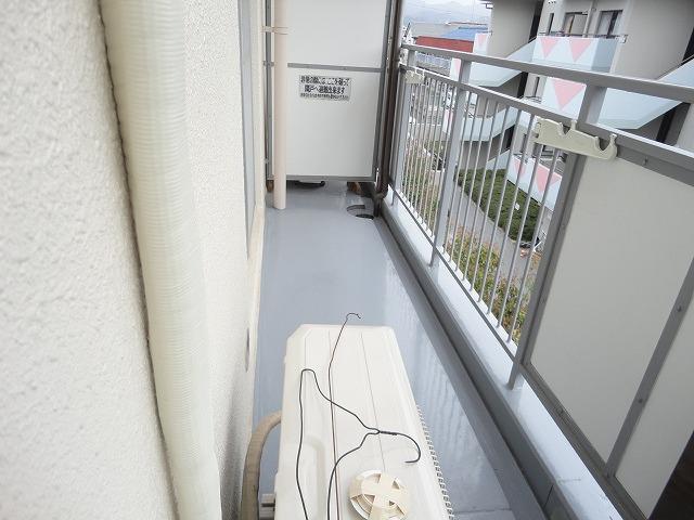 メゾン・ド・シプレ 303号室のバルコニー