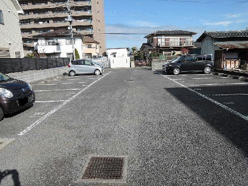レオパレスM 204号室の駐車場