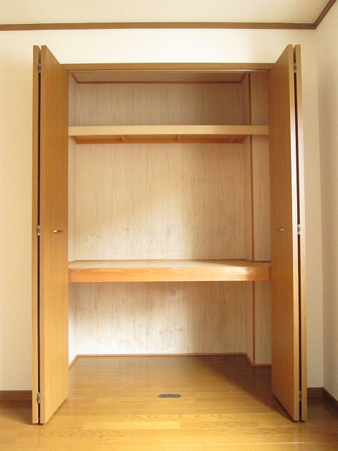 メゾンプラートゥム 01010号室の収納