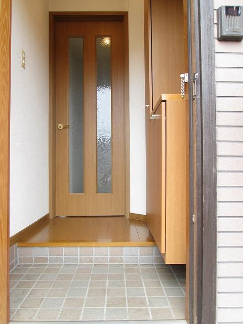 メゾンプラートゥム 01010号室の玄関