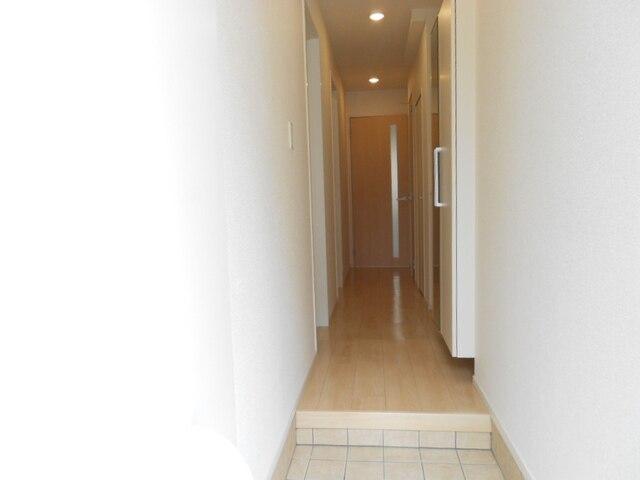 ファミール木幡 01060号室の玄関