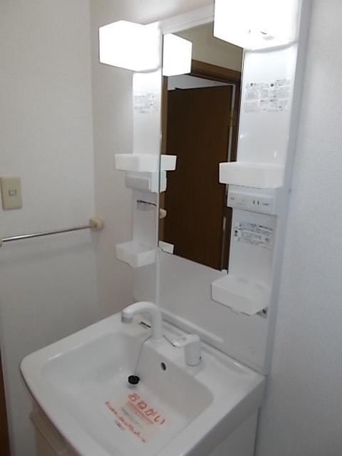 フロレスタⅠ 01020号室の洗面所