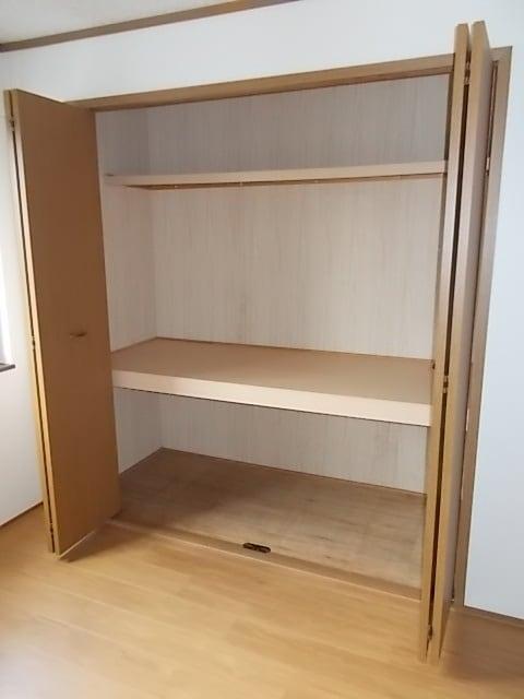 フロレスタⅠ 01020号室の収納