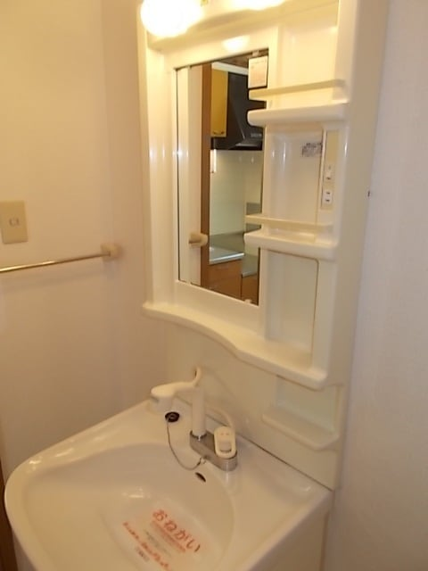 ビバーチェⅠ 01020号室の洗面所