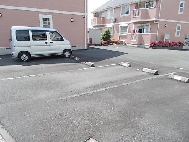 ビバーチェⅠ 01020号室の駐車場