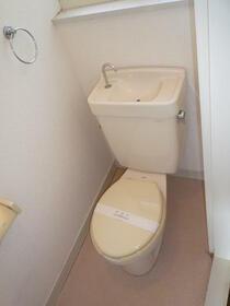 MAYUMIハイツ城陽1番館 2F号室のトイレ