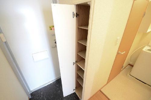 レオパレスグランドゥール 105号室のリビング