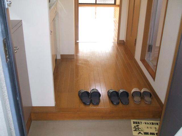 コンフォールきたんまち 213号室の玄関