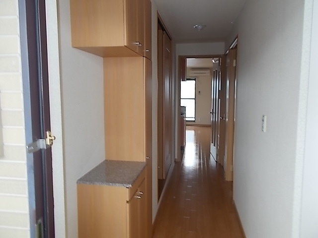 カルム ソレイユ JN 03040号室の玄関