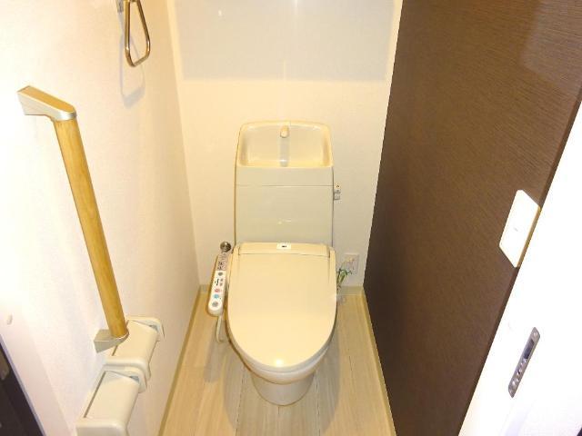 マネージュ 201号室のトイレ