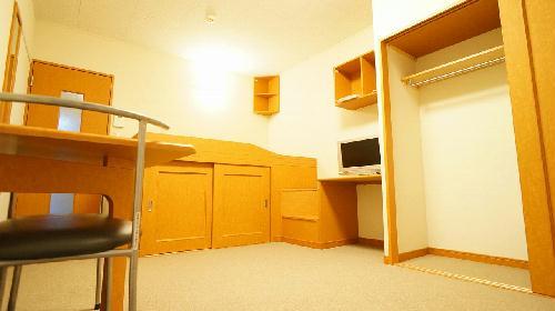 レオパレスフォレスト 206号室のリビング