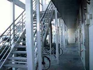 レオパレスアトリオ 203号室のエントランス