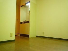 コーポ久松 107号室の居室