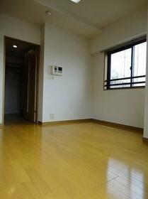 グランフォース早稲田 3F号室のリビング