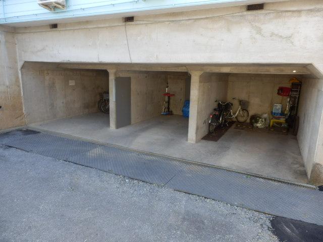 ヴィラウィスタリア 106号室の駐車場