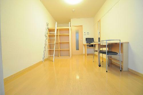 レオパレスプレミエ エトワール 301号室のリビング