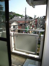 スカイコート横浜山手 301号室のバルコニー