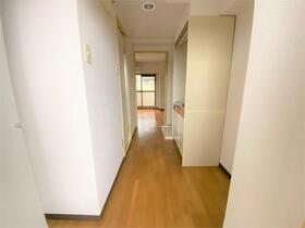ヴィヴレワコー 305号室の玄関