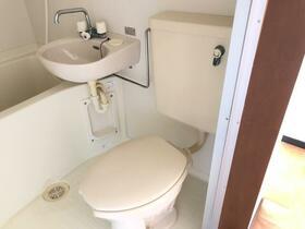 カサフローラ 102号室のトイレ
