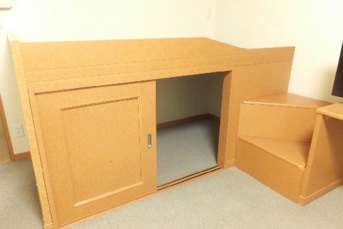 レオパレスGJ 204号室のベッドルーム
