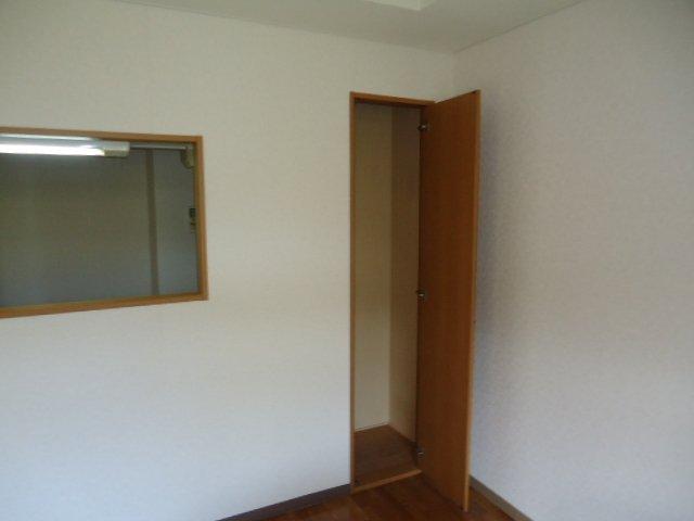 ツインハイツB 105号室の収納