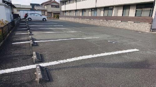 レオパレスSAFURAN 203号室の駐車場