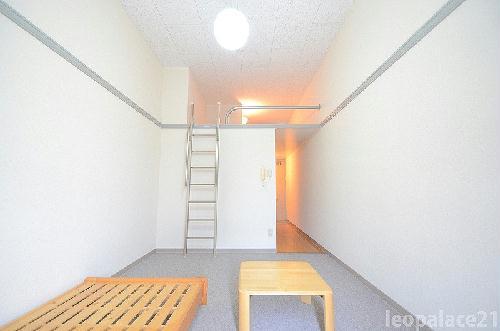 レオパレスアクア 101号室のリビング