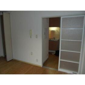 八洲ハウス 0205号室のリビング
