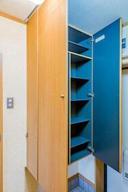 リュミエール・レジデンス 100号室の玄関