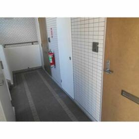 ジュネス藤森 2A号室の玄関