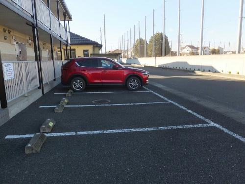 レオパレス松風 104号室の駐車場