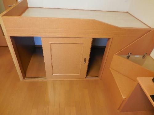 レオパレスGJ 101号室のベッドルーム