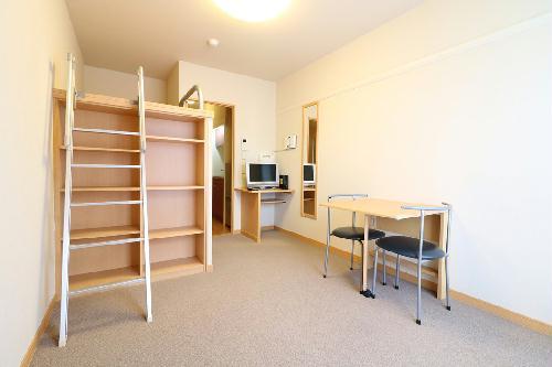 レオパレスコーポ西新道バザール 303号室のリビング