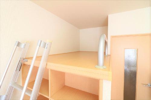 レオパレスコーポ西新道バザール 303号室のキッチン