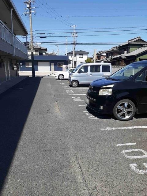 シティハイツ渡辺 02030号室の駐車場