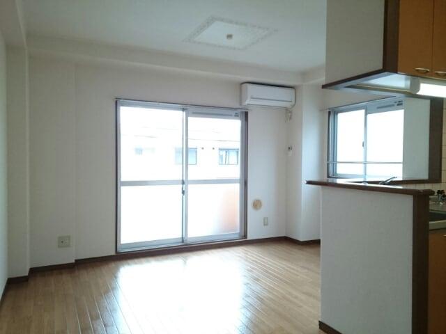インテックスⅢ番館 02030号室のリビング