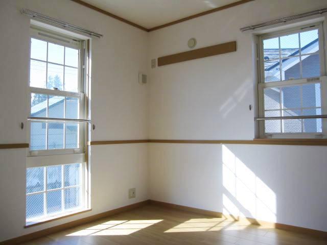 ヴィラ・ルミエールⅡ 02010号室の居室