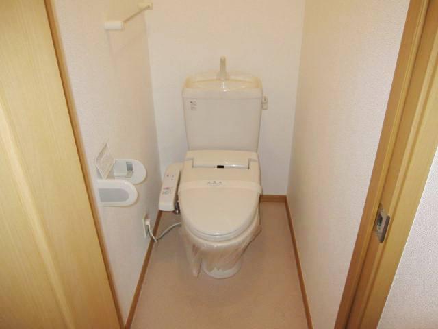 ヴィラ・ルミエールⅡ 02010号室のトイレ