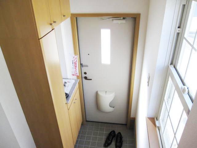 ヴィラ・ルミエールⅡ 02010号室の玄関