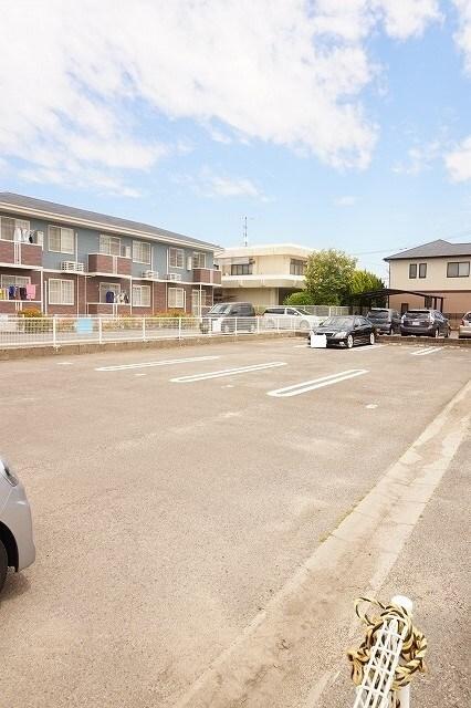 マーヴェラス太田 02040号室の駐車場